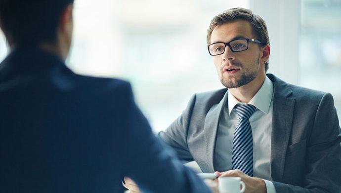photo-avocat-costume-client-discussion