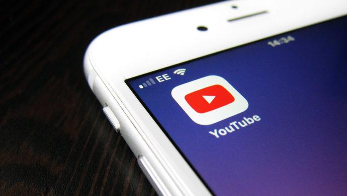 Application YouTube sur un téléphone smartphone