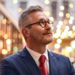 photo-avocat-homme-lunettes-lumieres